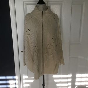NWOT Simply Noelle Cable Knit Zippered Cape